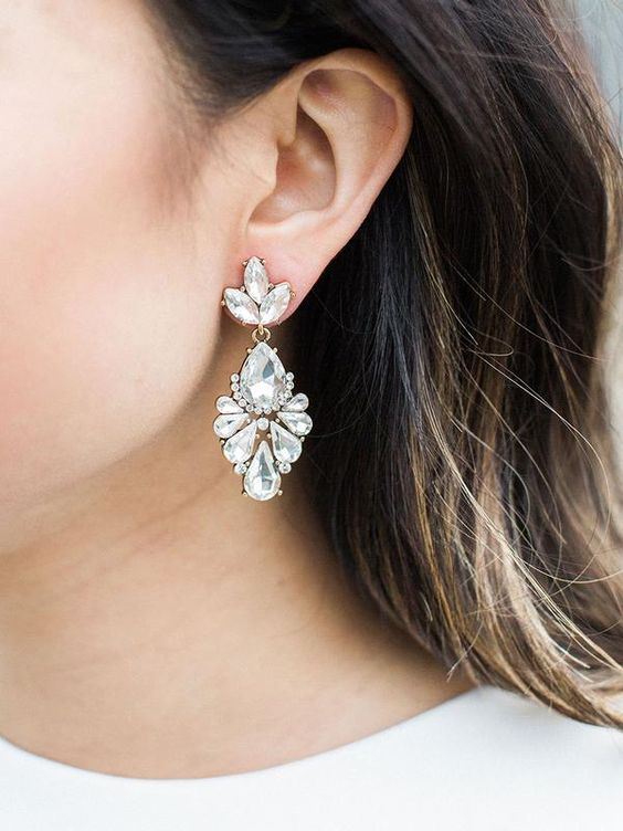 beautiful crystal drop and leaf earrings look statement, vintage-like and very chic