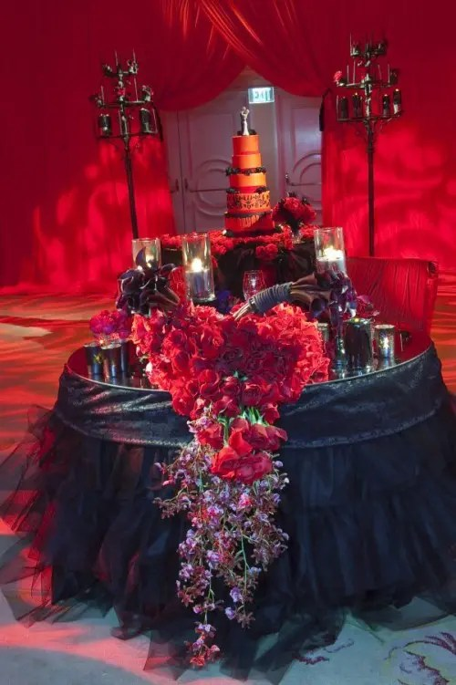 35 Inspiring And Dramatic Vampire Wedding Ideas