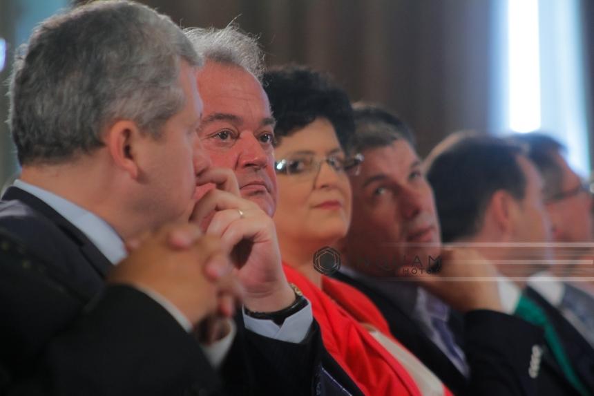 UPDATE: Aripa democrat-liberală din PNL alege înlocuitorul lui Vasile Blaga la şefia partidului. Gheorghe Flutur a refuzat să preia funcţia de copreşedinte al PNL. Vasile Blaga merge pe varianta preşedintelui unic. Daniel Buda e favorit