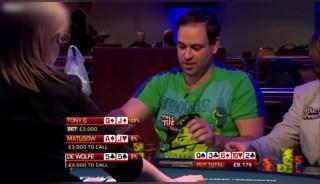 德州扑克:世界扑克大赛上,这种情况下都能被翻盘,所有观众都没想到
