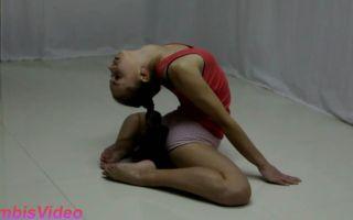 抬头仰望的那个柔术女孩!!!