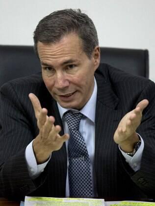 Alberto Nisman fala a jornalistas sobre ataque a uma associação em 1994 (arquivo)