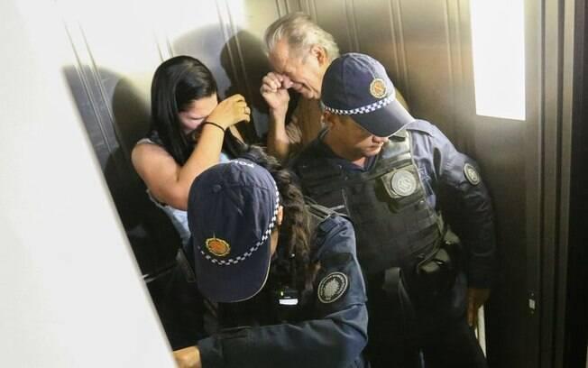 José Dirceu foi recebido sob forte protestos dos vizinhos e manifestantes em seu prédio em Brasília