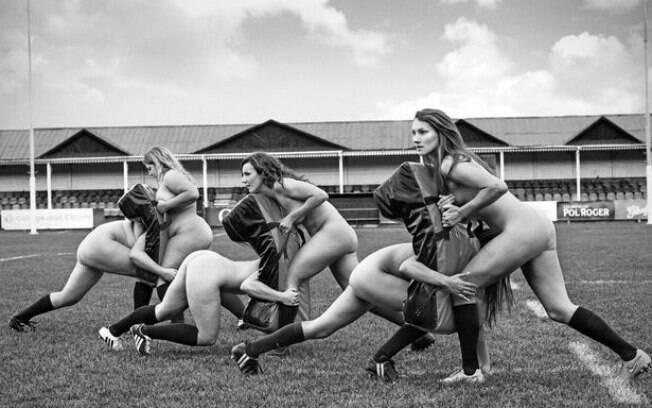 Mulheres do time de rúgbi da universidade de Oxford foram a campo sem roupa por uma boa causa
