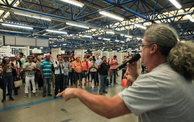 Funcionários do Metrô de São Paulo farão assembleia nesta terça (14) para organizar a greve geral