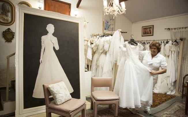 É possível até comprar vestidos de noiva no local. Foto: Selmy Yassuda