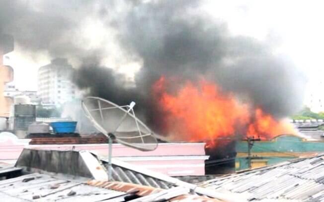 Incêndio atingiu prédio na região central de São Paulo nesta quinta-feira (15)
