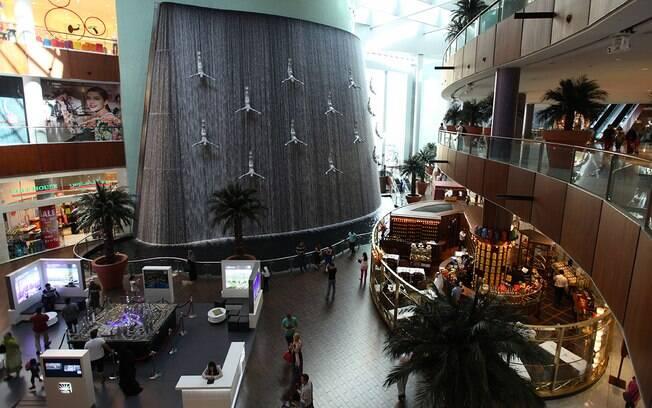 Dubai Mall conta com muitas lojas e diversas outras atrações