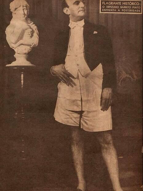 Deputado Edmundo Barreto Pinto se deixou fotografar usando smoking e cueca em matéria da revista Cruzeiro de 1946