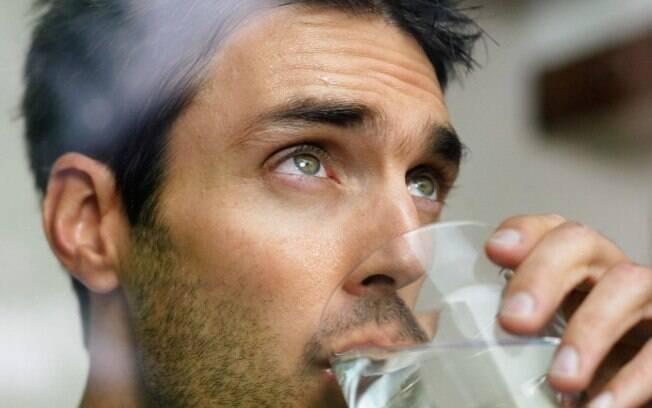 Alguns sintomas servem de alerta para a doença, um deles é a sede excessiva... . Foto: Thinkstock