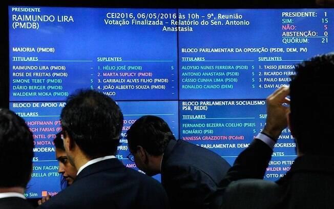 Placar da votação no Senado foi favorável à abertura do processo de impeachment de Dilma