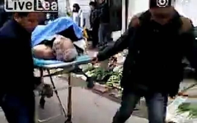 Após morrer durante sexo, aposentado é levado para hospital com prostituta ainda presa a ele