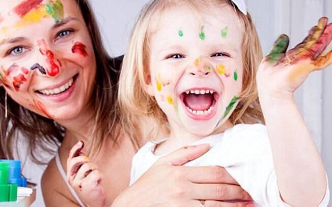 Criar um ambiente propício para as crianças despertarem o lado criativo é papel dos pais. Confira dicas para tornar esse momento ainda melhor. Foto: Thinkstock