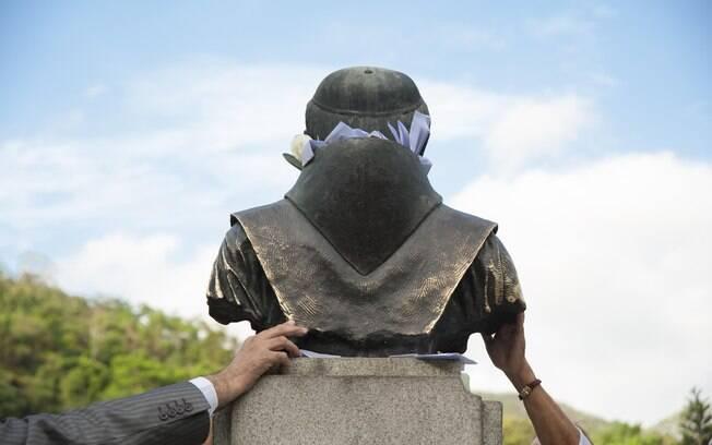 Costas da estátua de Frei Luiz. Foto: Selmy Yassuda