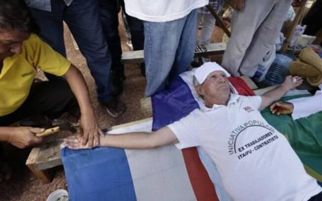 Eles exigem compensações financeiras por terem trabalhado na construção da Usina Hidrelétrica de Itaipu. Foto: AP Photo
