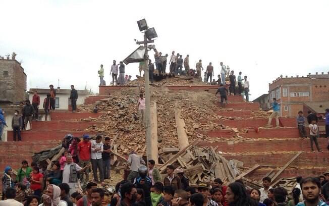 Terremoto de 7,9 de magnitude deixa centenas de mortos no Nepal. Foto: AP