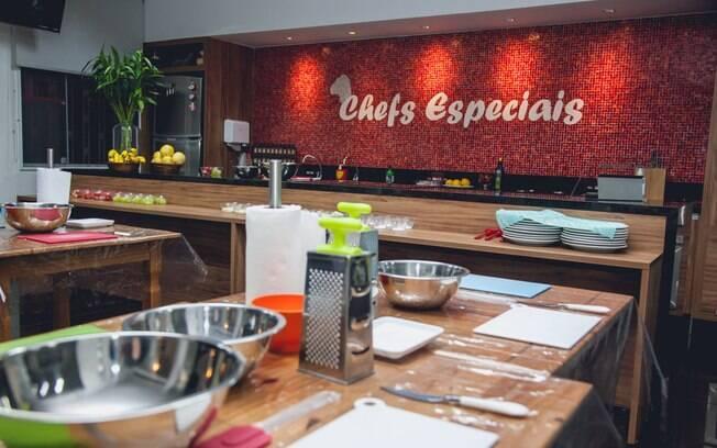 A cozinha do projeto 'Chefs Especiais' é um ambiente acolhedor. Foto: Edu Cesar