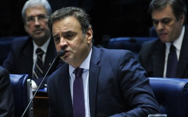 Aécio Neves não conseguiu contato com ministros que participavam da reunião de emergência