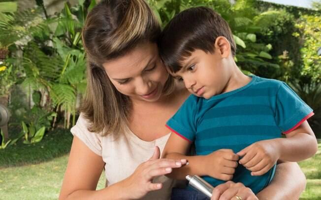 Erro: passar repelentes em crianças com menos de dois anos de idade. Mais sensível, a pele delas tem pouca defesa, absorvendo mais o produto, o que pode gerar complicações  sistêmicas, neurológicas e pulmonares. Foto: iStock