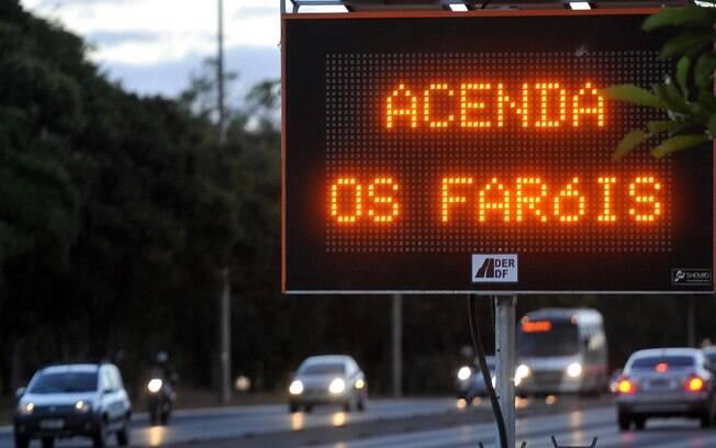 Lei do Farol Baixo foi sancionada por Michel Temer em maio deste ano, mas só entrou em vigor no mês de julho. (Foto: Gabriel Jabur / Agência Brasília)
