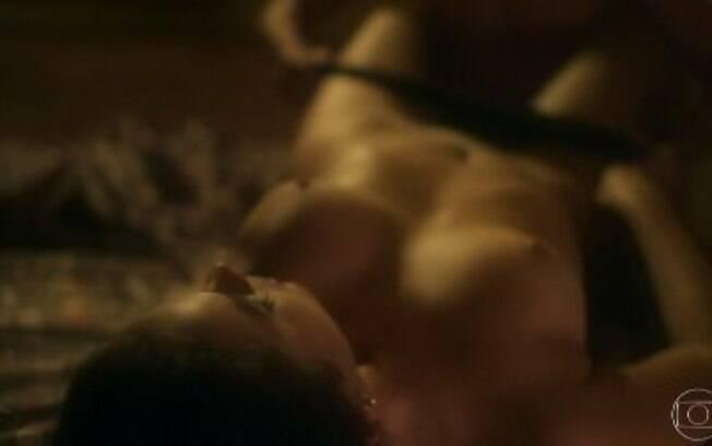 Bruna Marquezine fica totalmente nua em cena de sexo com Jesuíta Barbosa