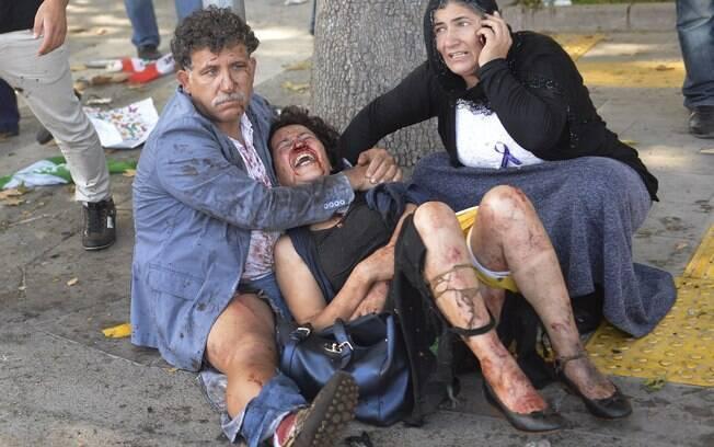 Duas explosões em uma manifestação pacífica na capital da Turquia deixaram de dezenas de mortos