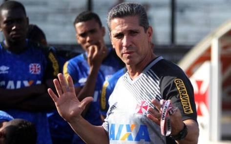 Jorginho comanda treino do Vasco. Após vitória na estreia, pressão voltou no sábado