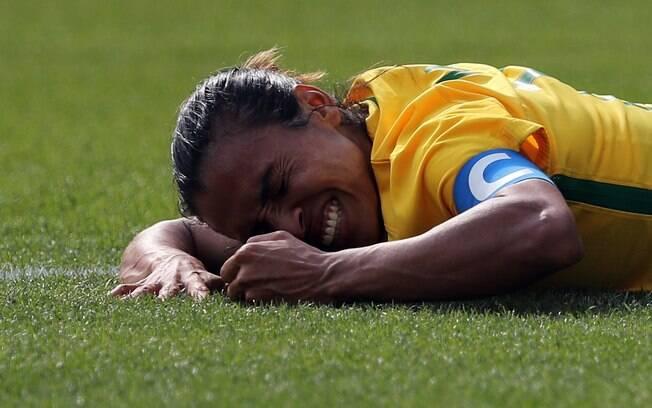 Marta ficou desolada no gramado do Maracanã com eliminação na semifinal. Elas vão, agora, lutar pelo bronze