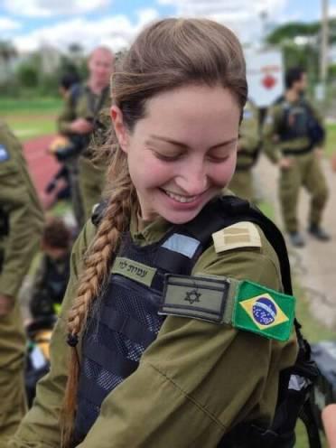 Tenente Amit Levi, das Forças Israelenses, tem 21 anos de idade e atua no resgate a vítimas na área da tragédia em Brumadinho, em Minas Gerais