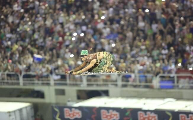 Tapete voador encanta no desfile da Mocidade Independente