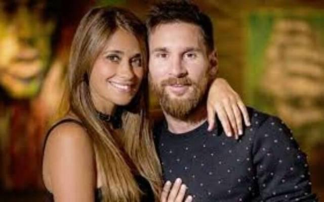 Messi e a esposa. Foto: Instagram