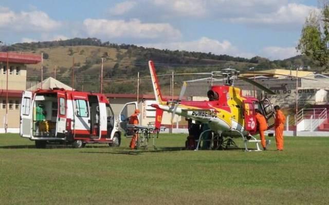 Menino foi socorrido e levado de helicóptero para Belo Horizonte.
