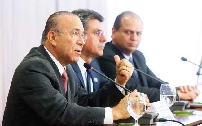 Os ministros Eliseu Padilha, Romero Jucá e Ricardo Barros respondem a questões da imprensa