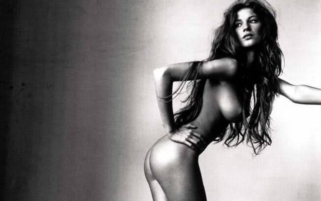 O fotógrafo Irnving Penn registrou a beleza nua de Gisele quando ela tinha 18 anos . Foto: Reprodução