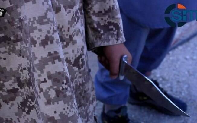 Close da faca utilizada pela criança para o assassinato: banalizando a violência extrema