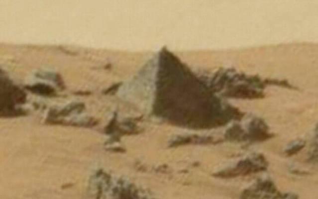 Imagens da Nasa mostram supostas pirâmides em solo marciano