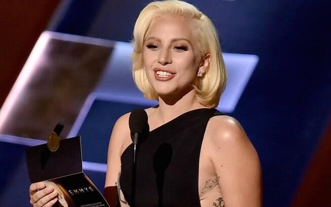 Lady Gaga apresentou o prêmio de melhor ator em minissérie ou filme feito para TV. Foto: Getty Images