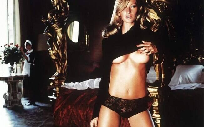 Gisele brilhou em algumas edições do famoso catálogo da Pirelli. Na foto, a top aparece em sua  estreia na publicação, em 2001. Foto: Divulgação