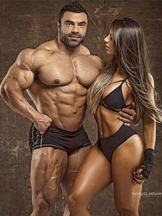Carol Saraiva em ensaio fotográfico com o marido Eduardo Correa