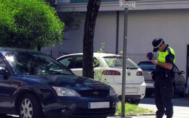 De acordo com multa aplicada na Espanha, carro ficou estacionado por 1.800 anos
