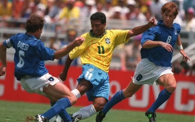 Um Brasil x Itália assim, com as seleções usando seus uniformes tradicionais, como o da final da Copa de 1994, não vai se repetir em 2014 - Mike Hewitt/Getty Images