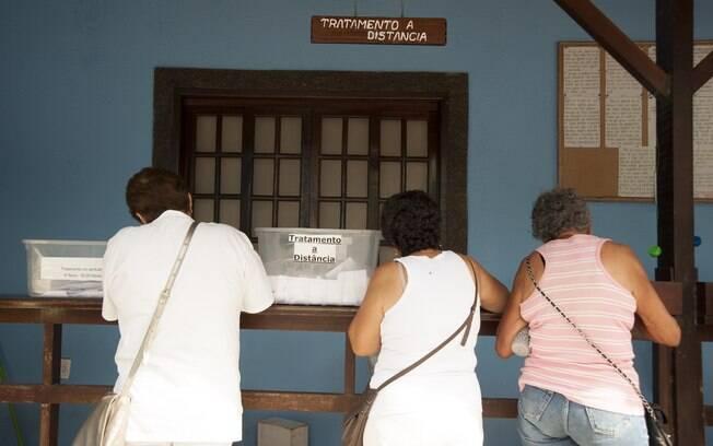 As pessoas colocam seus nomes em baús para orações. Foto: Selmy Yassuda