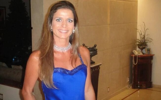 A mulher de Cunha exibe uma vida luxuosa em suas redes sociais