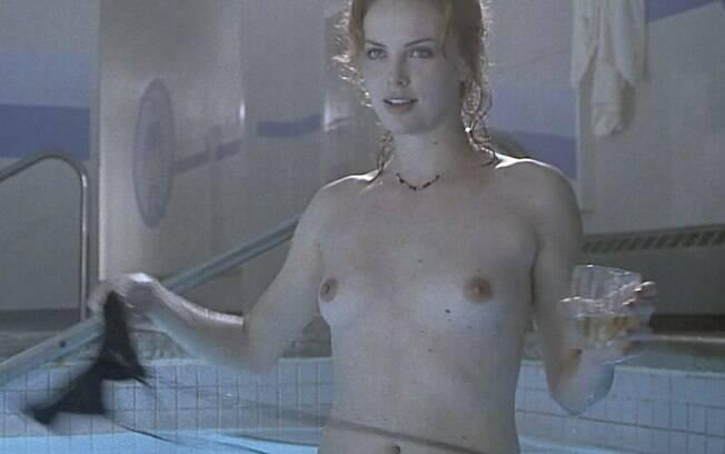 Charlize Theron, uma das mulheres mais lindas de Hollywood, não tem medo de mostrar o corpo para interpretar seus papéis. A gata já ficou nua em 'O Advogado do Diabo' (2007) e em 'Jogo Duro' (2000) . Foto: Reprodução
