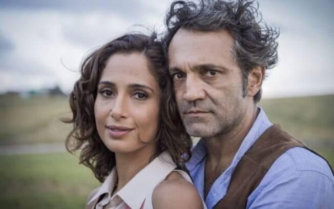 Os atores Domingos Montagner e Camila Pitanga como os protagonistas na novela das 21 horas
