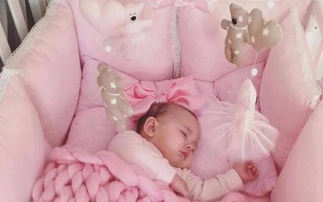 A foto do bebê chamou a atenção pela quantidade de acessórios no berço e foi compartilhada mais de 275 mil vezes