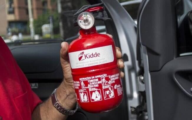 Obrigatório desde 1970, uso do extintor de incêndio em automóveis agora é facultativo
