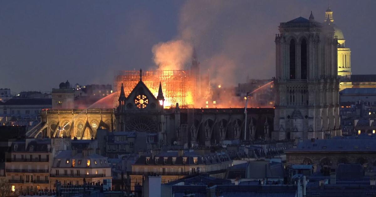 Brand Von Notre Dame Laschet Kritisiert Ard Und Zdf Web De