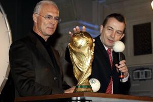 Bild zu Franz Beckenbauer, WM-Vergabe