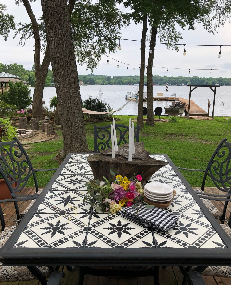 how to update an old outdoor tile table